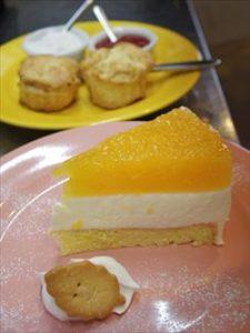 ケーキとスコーン