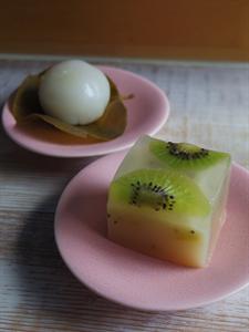 新しい和菓子屋さんで創作和菓子を。